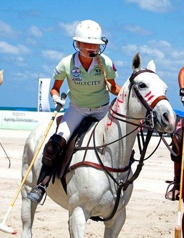 Abigail_Beaux_equestrian