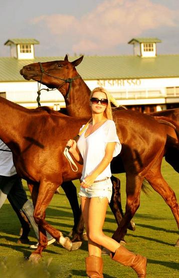 Abigail_Beaux_horse